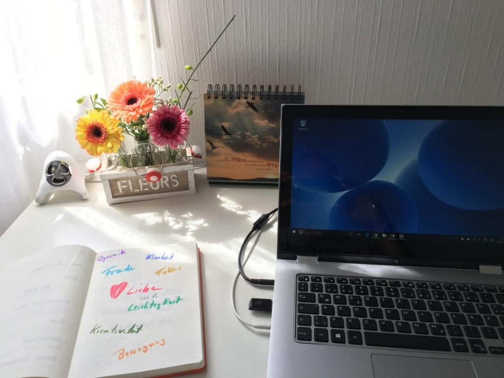 Office mit Blumen